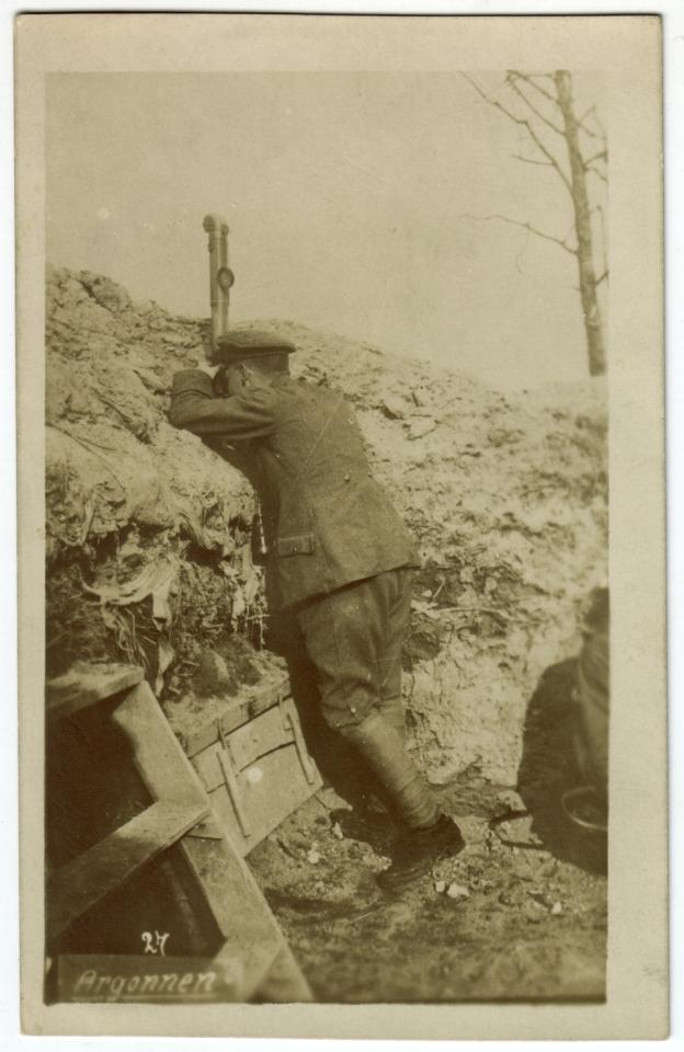 Soldat allemand au périscope