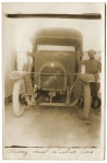 Automobile française et son chauffeur en Argonne