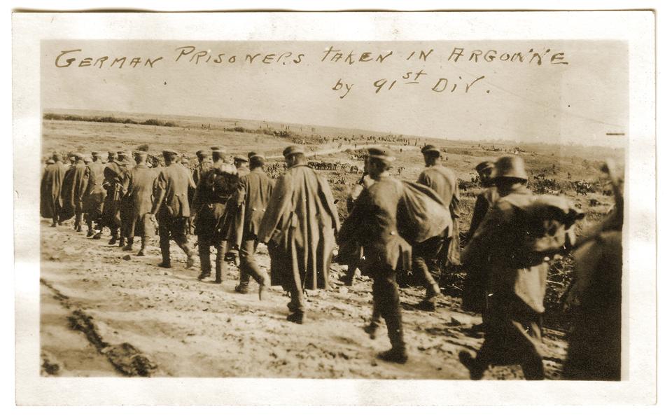 Prisonniers allemands capturés par les éléments de la 91st Division américaine en septembre-octobre 1918