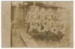 1918 - Soldats allemands devant un baraquement