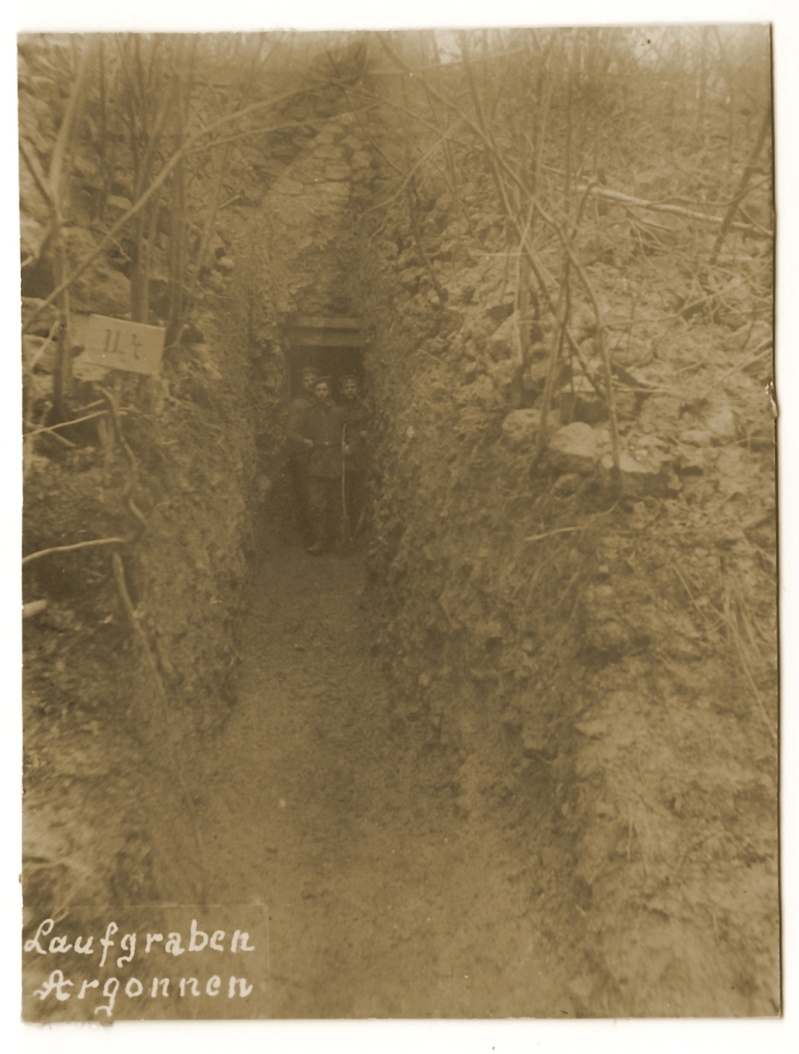 Tranchée allemande se prolongeant par un souterrain